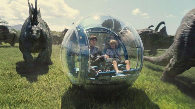Jurassic World (2015), de Colin Trevorrow. 1 milliard de dollars après deux semaines d'exploitation...